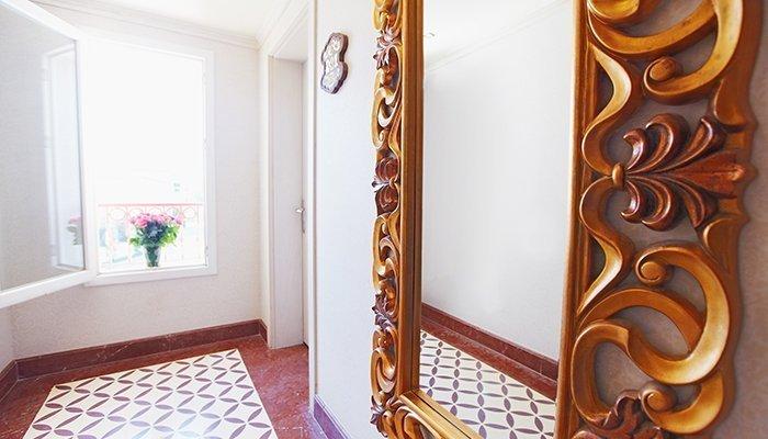 Зеркало в прихожую деревянной раме купить